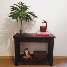 Mesa de arrime Gardenia lustrada con herrajes de hierro. Consultas a labrocantedeco@gmail.com