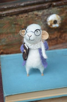 Little Reader Mouse with Glasses  Felting Dreams  by feltingdreams, $68.00