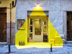 The protected facade of Rayen restaurant, in barrio de las letras - Madrid, has been illuminated for 4 days and nights by (fos) team. We created an ephemeral installation that gives a visual perception of a projected beam of light. The installation. Restaurant Madrid, Madrid Restaurants, Restaurant Design, Yellow Restaurant, Interior Architecture, Interior And Exterior, Interior Design, Design Art, Exterior Signage