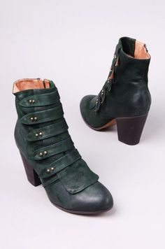 gorgeous boots (jeffrey campbell)