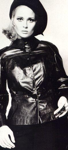Born Dorothy Faye Dunaway 14 January Bascom, Florida, U. Faye Dunaway, Hollywood Icons, Vintage Hollywood, Classic Hollywood, Joey Lawrence, Vintage Glamour, Vintage Beauty, Katharine Hepburn, Audrey Hepburn