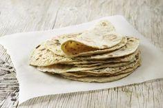 DIY Potetlomper - Hjemmelagede potetlomper løfter pølsemåltidet til nye høyder. Ethnic Recipes, Yummy Yummy, Food, Breads, Bread Rolls, Eten, Bread, Braided Pigtails, Meals