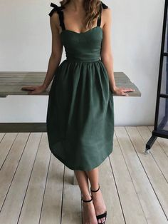 Green Bow Pleated Lace-up Sleeveless Cocktail Party Midi Dress Source by ekei. Green Bow Pleated Lace-up Sleeveless Cocktail Party Midi Dress Source by ekeilin Pretty Dresses, Beautiful Dresses, Dresses For Work, Summer Dresses, Elegant Dresses, Sexy Dresses, Sleeveless Dresses, Backless Dresses, Hoco Dresses