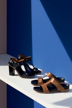 "The Chloé Spring 2015 Accessories Collection – ""Erika"" 9 cm sandal in vegetal… Casual Chic Style, Look Chic, Shoes Editorial, Shoe Advertising, Fashion Still Life, Shoe Room, Still Photography, Product Photography, Life Photography"