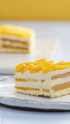 Mango Cake - This Crunchy, Frosty and Refreshing Cake is not magic! See how it can be in a few steps on your tab -Frosted Mango Cake - This Crunchy, Frosty and Refreshing Cake is not magic! See how it can be in a few steps on you. Quick Dessert Recipes, Easy Cake Recipes, Easy Desserts, Cookie Recipes, Juice Recipes, Delicious Desserts, Mango Dessert Recipes, Oreo Desserts, Potluck Desserts