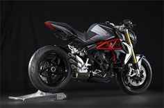 MV Agusta Brutale 800 RR (2015) - 2ri.de  Hersteller:MV Agusta Baujahr:2015 Typ (2ri.de):Naked Bike Modell-Code:k.A. Fzg.-Typ:k.A. Leistung:140 PS (103 kW) Hubraum:798 ccm Max. Speed:k.A. Aufrufe:9.271 Bike-ID:6208