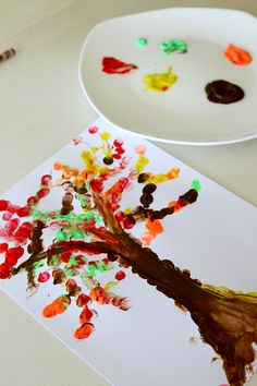 Fingerprint Tree, Perfect fall fingerpainting craft activity for kids to get messy and have fun - perfect tree every time