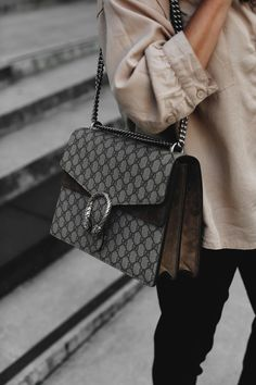 MY GO-TO LOOK | Fiona from thedashingrider.com wears a nude Selected boxy shirt, Wephobia tailored pants, Zara chain loafer and a Gucci Dionysus Supreme Bag | Petite Blogger | Style Blogger | Outfit