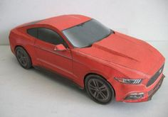 This paper car is a Ford Mustang, created by Kin Shinozaki for Ford Japan, and the scale is in 1:24. He also created a Valdosta Police 2015 Ford Mustang Pa