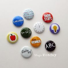 Flatback buttons from MagicMonday.no - for School. Buttons, School, Blog, Blogging, Plugs