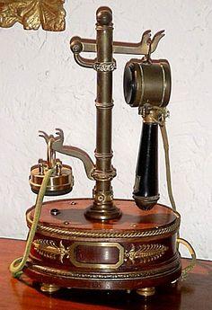 Telephone Vintage, Telephone Booth, Vintage Phones, Radios, Et Phone Home, Vintage Antiques, Vintage Items, Antique Phone, Record Players