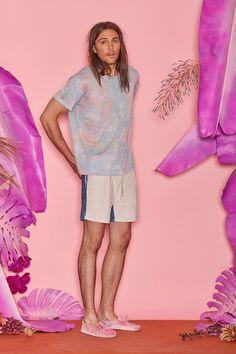 Смотрим🤗 коллекцию @ThaddeusO'Neil Весна 2018 Листайте фото и обязательно ставьте🤓 лай!💙   Фото: vogue.com #style4man_com #fashion_style4man_com #мужскаямода #мужскаямода2018 #mensfashion #mensfashion2018 #fashionweek2017 #menshorts #menshirts # vogue #ThaddeusONeil #menswear