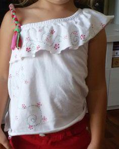 Maglietta macchiata? Io copro gli aloni con dei fiorellini.....