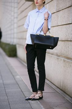Formal blouse with a twist Office Fashion, Work Fashion, Daily Fashion, Teen Fashion, Womens Fashion, Fashion Trends, Minimal Fashion, Timeless Fashion, Corporate Outfits