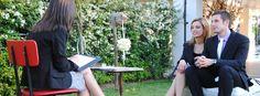 Coppia di giovani fidanzati che riceve la caricatura.    Scopri di più su: http://www.paolapaolino.it/caricaturista-per-matrimoni-ed-eventi/ #caricature #caricatura #caricaturista #ritrattista #illustrazione #arte