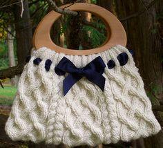 http://teeitse.punomo.fi/cat/neulonta/asusteita_vaatteita/kuvat-laukut-kassit-pussit-kotelot/palmikkolaukku.jpg