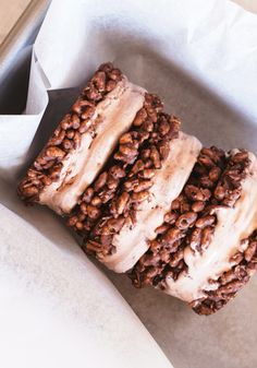 Chocolate Crackle Cookie Sandwiches with Milo Ice Cream - Love Swah Paper Cupcake, Cupcake Papers, Chocolate Crackle Cookies, Blondie Brownies, Sandwich Cookies, Ice Cream, Baking, Desserts, Dessert