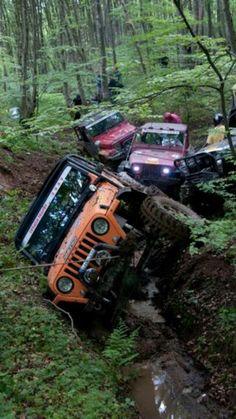 Jeep Wrangler Mud Bogging - Jeep Wranglers getting down and dirty in the mud and mud bogging. Jeep wrangler mud bogging photo collection of muddy jeeps. Jeep Jk, Jeep Truck, Mudding Trucks, Ford Trucks, My Dream Car, Dream Cars, E90 Bmw, Offroader, Cool Jeeps
