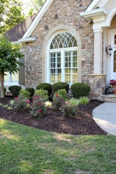 50 awesome front yard side yard and back yard landscaping design Farmhouse Landscaping, Backyard Landscaping, Landscaping Ideas, Backyard Ideas, Rose Landscaping, Front Yard Landscaping Pictures, Southern Landscaping, Garden Ideas, Front House Landscaping