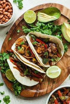 Vegan fajitas are an easy vegan dinner recipe that is familiar and easy to customize! Vegan Fajita Recipes, Vegan Fajitas, Vegetarian Lunch, Veg Recipes, Kitchen Recipes, Mexican Food Recipes, Whole Food Recipes, Vegetarian Mexican, Recipes