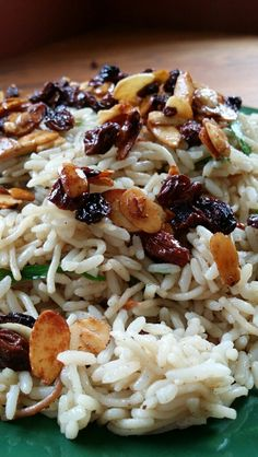 Armenian Rice Pilaf With Raisins & Almonds Recipe - - Pilafs are popular all over Armenia and countries once ruled by the Ottoman Empire. Armenian Manti Recipe, Armenian Recipes, Armenian Food, Lebanese Recipes, Raisin Recipes, Honey Recipes, Almond Recipes, Salads, Recipes