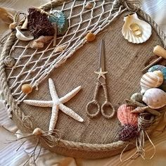 Nautical Tray with Sea Theme -, Seashell Crafts, Beach Crafts, Diy Home Crafts, Arts And Crafts, Party Gifts, Diy Gifts, Engagement Decorations, Sea Theme, Porch Decorating