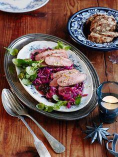 Rezept: Lauwarmer Rotkohlsalat mit Entenbrust - [LIVING AT HOME]