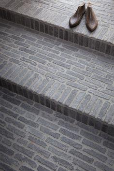 Castle Stones Switzerland / Model Bricks Outdoor Rooms, Outdoor Gardens, Castle Stones, Granite Paving, Paver Patterns, Stone Stairs, Front Courtyard, Bathroom Design Luxury, Backyard Garden Design