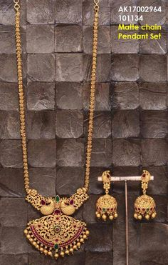 Gold Jewelry Making Gold Temple Jewellery, 1 Gram Gold Jewellery, Gold Jewellery Design, Pearl Jewelry, Bridal Jewelry, Handmade Jewellery, Antique Jewelry, Kerala Jewellery, India Jewelry