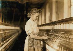 joven trabajando en una fabrica. 12 años