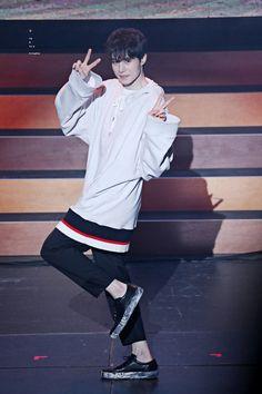 Lee Dong Wook Smile, Lee Dong Wook Goblin, Lee Dong Wook Roommate, Lee Dong Wook Wallpaper, Lee Dong Wok, Gumiho, Handsome Korean Actors, Gong Yoo, Kdrama Actors