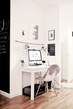 Perfect corner office space for a small apartment