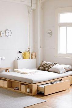 Hoy 10 ideas para colocar una cama en tarima y aprovechar el espacio inferior.