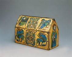 The Chasse of Champagnat, French reliquary; seen here are the symbols of the four Evangelists. (Metropolitan Museum of Art) Romanesque Art, Art Nouveau, Antique Boxes, Classic Image, Medieval Art, Gothic Art, 12th Century, Casket, Middle Ages