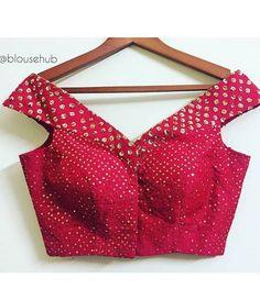 Off shoulder blouse Blouse Designs Catalogue, Designer Blouse Patterns, Fancy Blouse Designs, Bridal Blouse Designs, Blouse Neck Designs, Blouse Styles, Scarf Styles, Dress Patterns, Estilo India