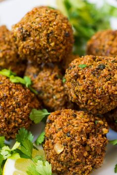 Falafel were probably first prepared in ancient Egypt. The traditional falafel are spicy, deep fried bean patties or balls. Vegan Gluten Free, Vegan Vegetarian, Vegetarian Recipes, Cooking Recipes, Healthy Recipes, Fast Recipes, Cooking Games, Falafels, Sauce Tahini