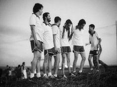 """Os mineiros da banda Porcas Borboletas sobem ao palco do bar Baixo na sexta, 22, à meia-noite, apresentando as músicas do último disco da banda """"Porcas Borboletas""""."""