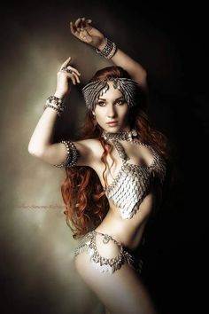 Dragons Chain™ - cool fashionstyle in metal Biker, Beautiful Lips, Fantasy Women, Chainmaille, Dance Outfits, Cosplay Girls, Cosplay Costumes, Redheads, Sexy Women