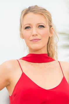 Red carpet hairstyle. Curly ponytail - Blake Lively. Celebrity hairstyle.