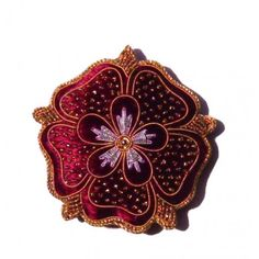 This stunning Corontaion Robes Tudor Rose tree decoration is beautifully handmade using metal and silk threads on a velour background with a foam filling. Jacobean Embroidery, Rose Embroidery, Modern Embroidery, Robe Tudor, Elizabethan Gown, Tudor Style Homes, Tudor Rose, Rose Trees, Fabric Ornaments