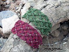 Spirit Lake Macrame bracelet por MagmaArtwork en Etsy