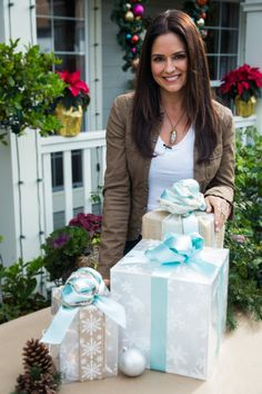 Tanya Memme's DIY Lighted Holiday Gift Box | Home & Family | Hallmark Channel