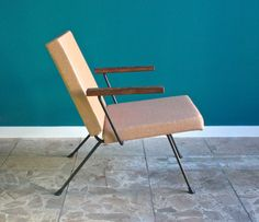 This chair was designed by André R. Cordemeyer and produced by Gispen in the…
