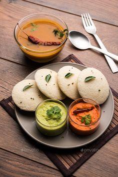 Indian Street Food, South Indian Food, Raw Food Recipes, Indian Food Recipes, Idli Sambar, Indian Breakfast, Breakfast Ideas, Food Texture, Kerala Food