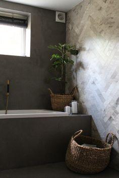 Renovering af badeværelse i kælderen. Marble Bathroom Floor, Bathroom Flooring, Small Bathroom, Bathroom Inspiration, Interior Inspiration, Style Inspiration, Terrazzo, Le Hangar, Tadelakt