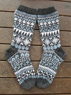 Isänpäiväsukat, malli Niina Laitinen Knitting Charts, Knitting Socks, Granny Square Sweater, Scandinavian Pattern, Short Socks, Wool Socks, Designer Socks, Boot Cuffs, Warm And Cozy