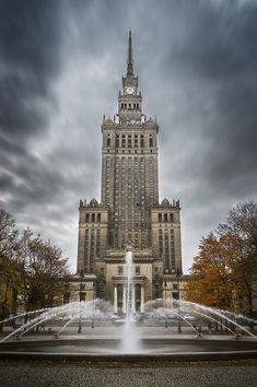 Palace of Culture and Science Places To See, Places Ive Been, Poland Travel, Warsaw Poland, Beautiful Places To Travel, Facade House, Krakow, Best Cities, Eastern Europe