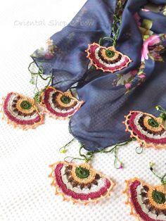 エフェオヤ風☆トゥーオヤ三角フラル:ダークブルーグレー|トルコオヤ・雑貨通販店C*bow Stitch 2, Filet Crochet, Peacock, Tassels, Crochet Patterns, Diy Crafts, Blanket, Embroidery, Creative