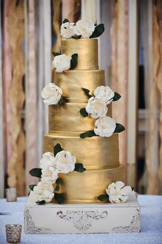 The Glimmering Gold Wedding Cake For Any Luxurious Wedding Party