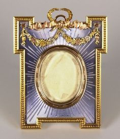 Faberge guilloche enamel and 4-color gold photo frame, St. Petersburg. Workmaster: Michel Perchin